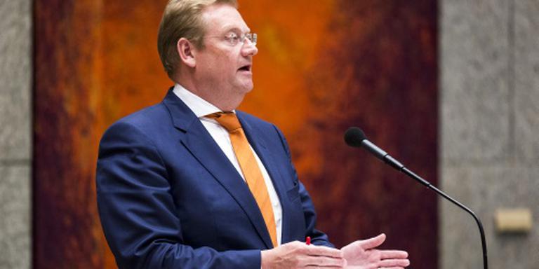 Debatten wijken voor huwelijk Van der Steur