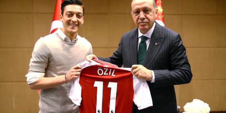Özil bedankt als Duits international