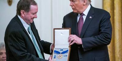 Hoge onderscheiding Trump voor Elvis Presley