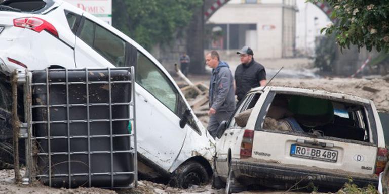 Helpers blokkeren toegangswegen Simbach