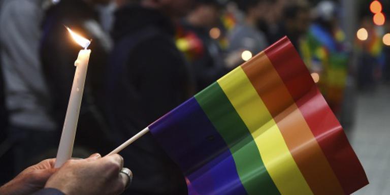 Honderden herdenken slachtoffers Orlando