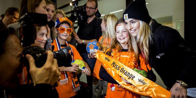 Warm welkom voor handbaldames op Schiphol