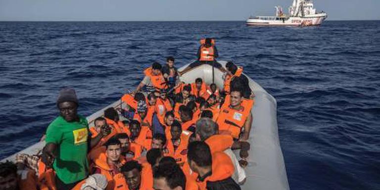 Aantal vluchtelingen naar Europa gehalveerd