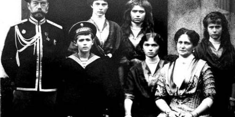 100.000 Russen herdenken tsarenfamilie