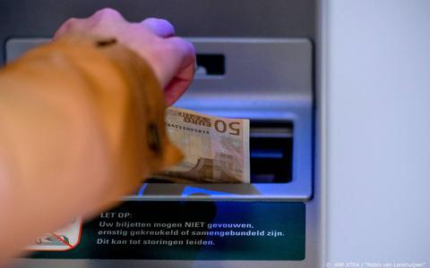 Dit bedrag kun je straks maximaal pinnen bij de automaten van de ABN Amro en anders moet je betalen voor je geld uit de muur