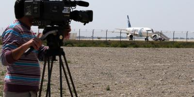 Nog eens vijf gijzelaars Cyprus ontsnapt