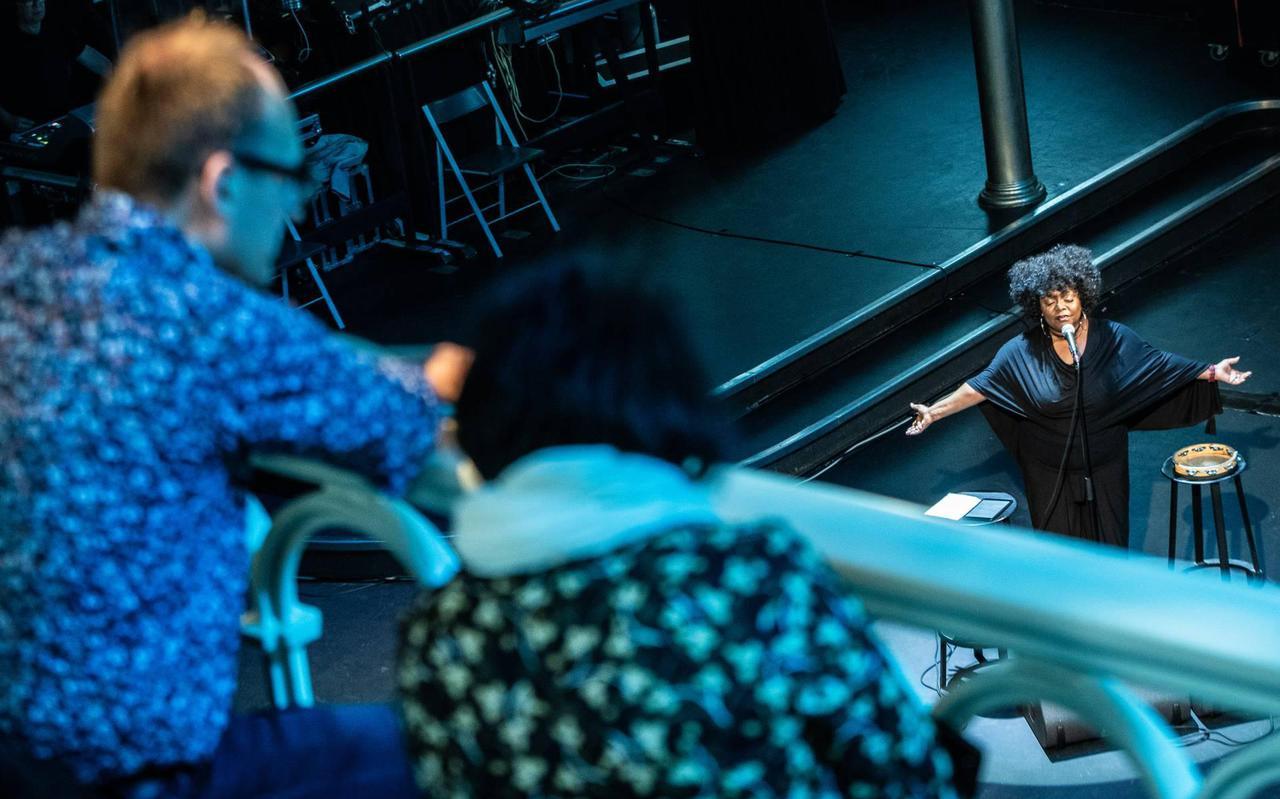 Michelle David treedt op in Paradiso afgelopen juli voor een publiek van 30 mensen.
