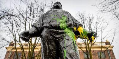 De Dokwerker met geel en groen beklad