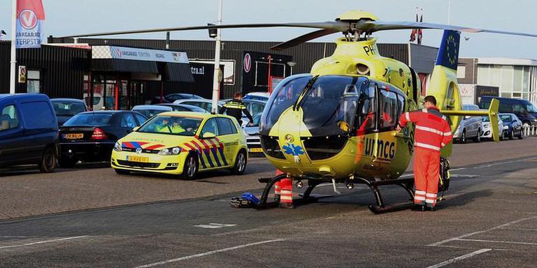 De traumahelikopter kwam naar de plaats van het ongeval. FOTO DE VRIES MEDIA