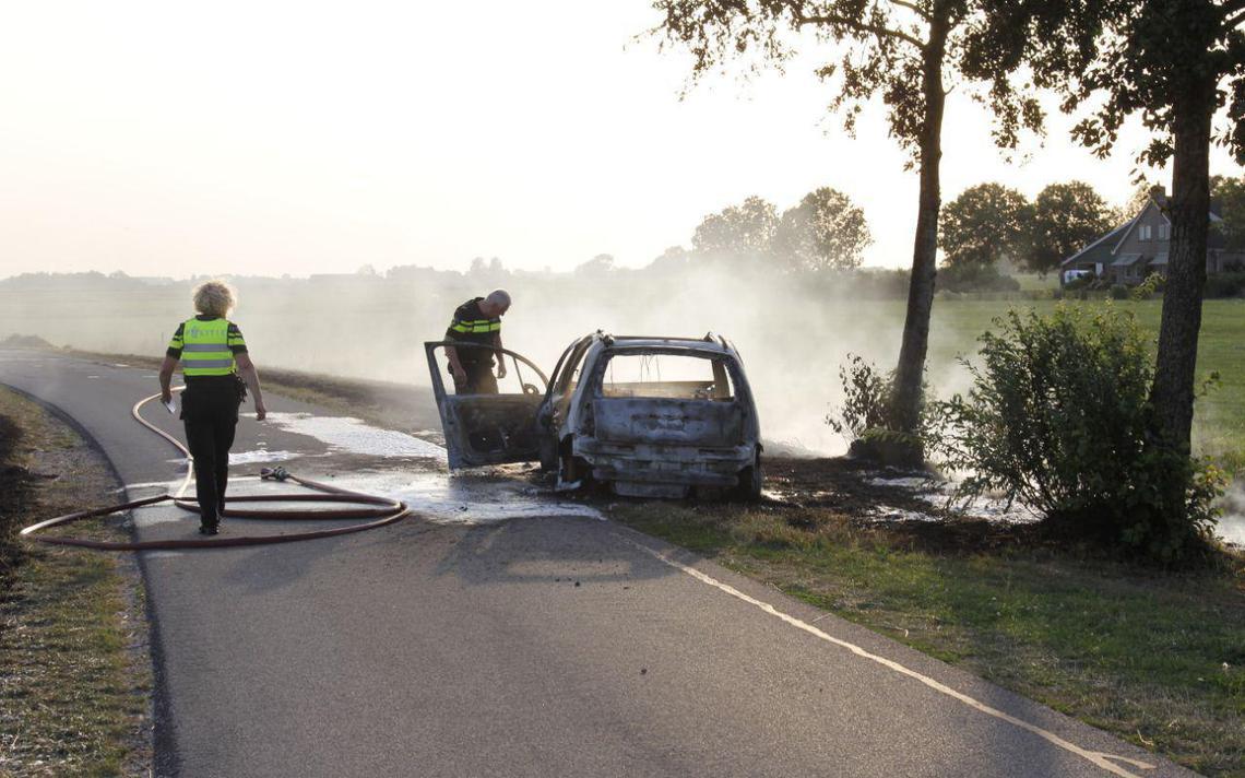 Auto door brand verwoest in Goëngahuizen - Leeuwarder Courant