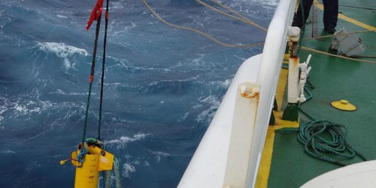 Ruwe zee vertraagt zoeken naar vlucht MH370