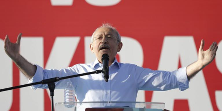 Turkse oppositieleider ongedeerd na aanval