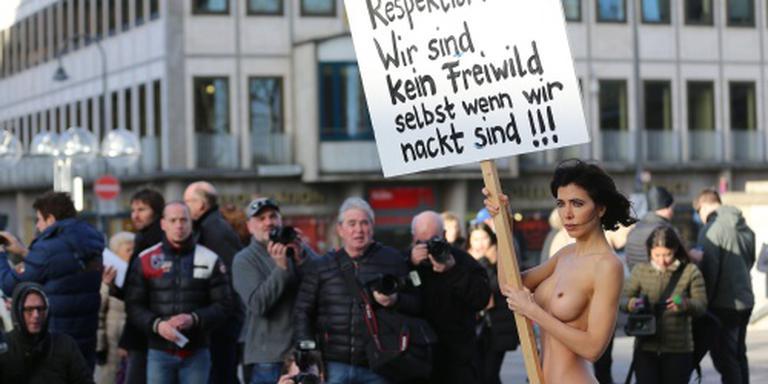 Naakt protest tegen aanrandingen Keulen
