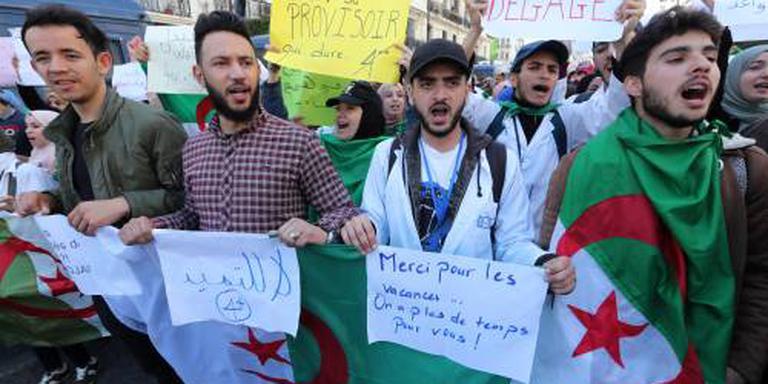 Opnieuw duizenden demonstranten in Algerije