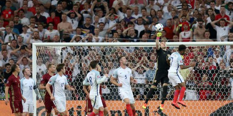 Engelsen en Russen rellen in stadion