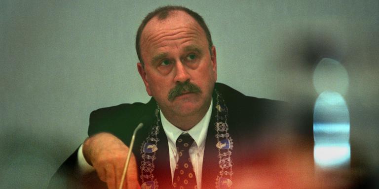Rob van der Mark in 1999 als burgemeester van Vlieland. FOTO ARCHIEF LC