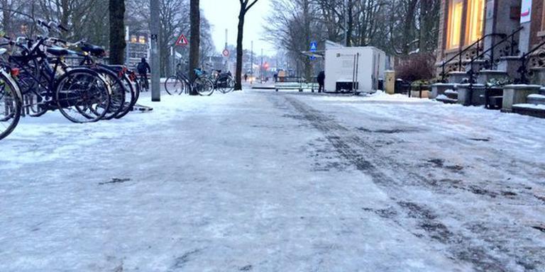 Spekgladde stoepen in het centrum van Groningen. FOTO DVHN/LISELOTTE SCHUREN
