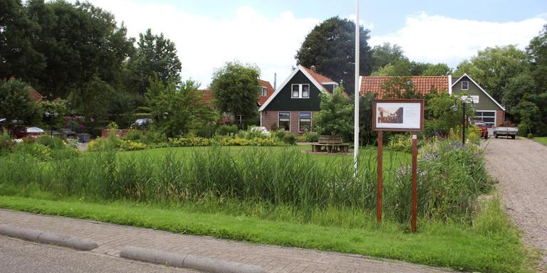 Mooie tuinen bevorderen de waarde van de woning, het straatbeeld en het imago van het dorp. Hier een beeld uit Gaastmeer/Lytse Gastmar FOTO HIEKE JOOSTEMA