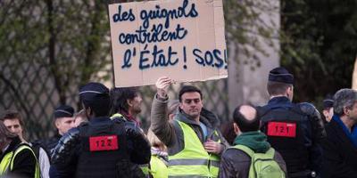 Parijs zet leger in tegen gele hesjes