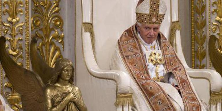 Paus Benedictus kampt met verlamming