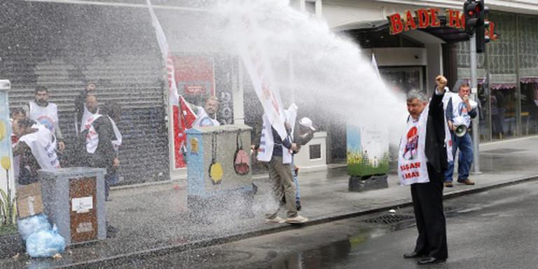 Man overleden door waterkanon bij Taksimplein