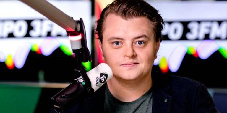 3FM-dj zendt wekenlang oud nieuwsbulletin uit