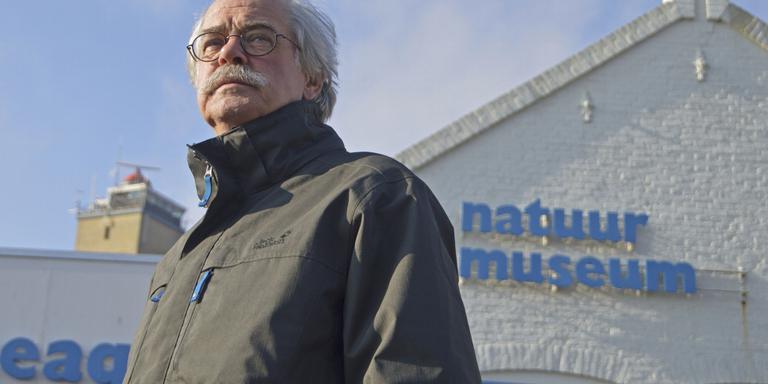 Piet Lautenbach bij het museum. FOTO JAN HEUFF