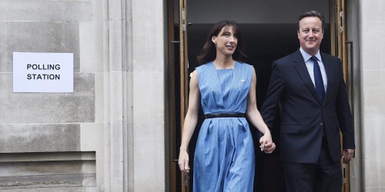 Cameron en vrouw brengen stem uit in Londen