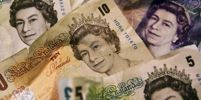 Renteverlaging stuwt Britse beurs, pond lager