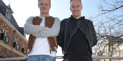 Bob Schepers (links) en Mark Diemers in het centrum van Leeuwarden.