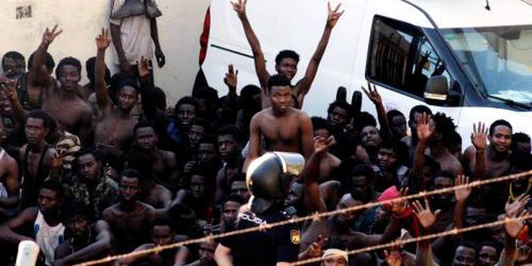 Honderden migranten bestormen Ceuta