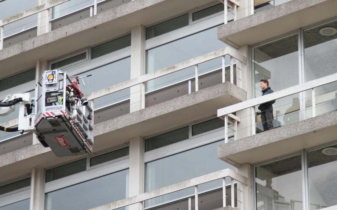Drie jongens van balkon oude kantoor belastingdienst in leeuwarden gehaald friesland - Oude kantoor schooljongen ...