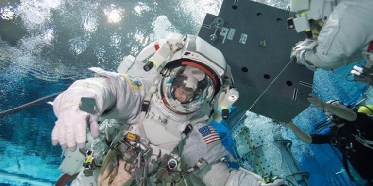 Bemanning keert na jaar terug uit ISS