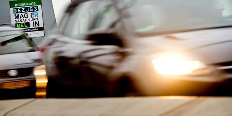 Rotterdam gaat vervuilende auto's beboeten