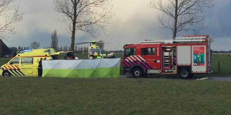 Onder meer een traumahelikopter werd opgeroepen om eerste hulp te verlenen. FOTO MARTIN NUVER