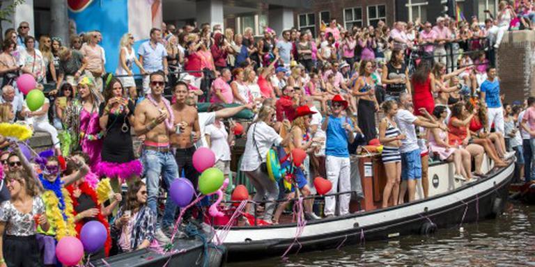 Imam vaart mee op botenparade Gay Pride
