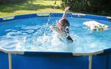 Groothandel uit Sneek verkocht duizenden buitenzwembaden en was nog nooit zo snel door de voorraad heen