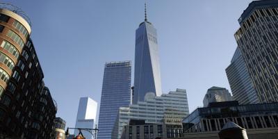Freedom Tower in Franse driekleur gehuld