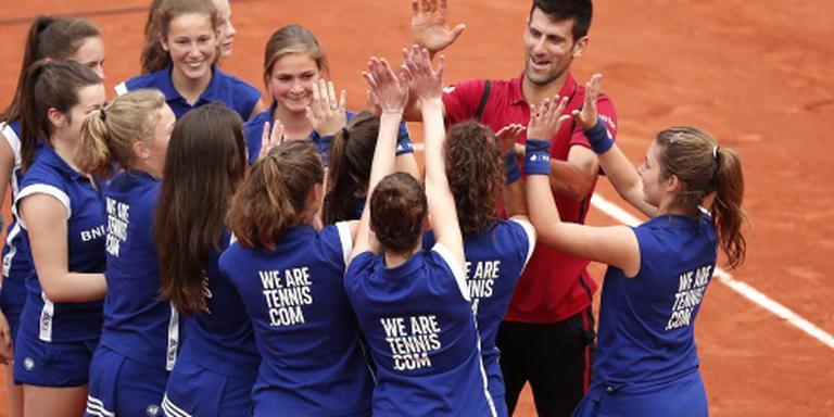 Djokovic evenaart Laver met vier op rij
