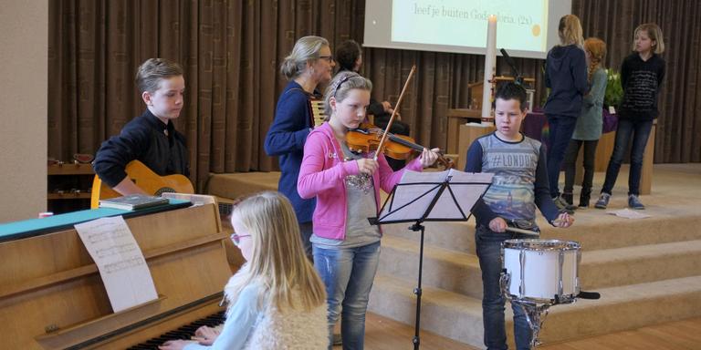 Het 'huisorkest' FOTO LC/WIM SCHRIJVER