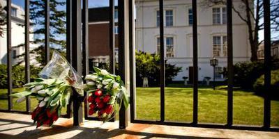 Verwarde man bij Poolse ambassade afgevoerd