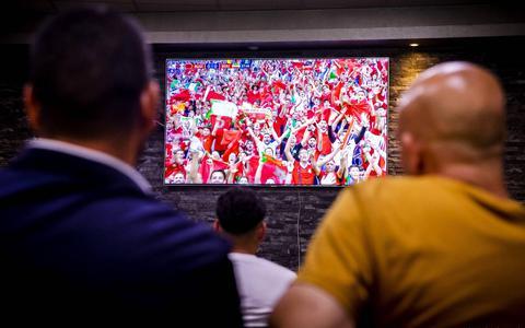 Deur voor grote EK-schermen toch op een kier? 'Als Nederland het goed doet, houd je mensen niet tegen'