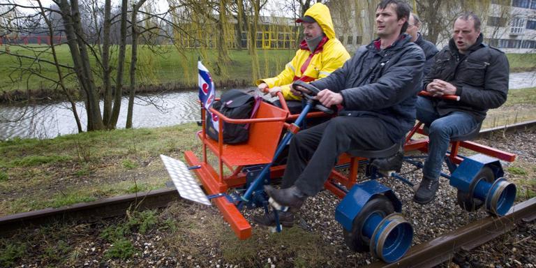 Spoorfietsers in 2011. Voorp Gert Jan Bleeker en Chris Rijff, achterop Rense Wijbenga en Robert Hazeleger. FOTO LC