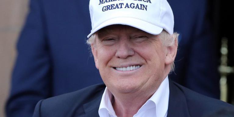 Trump hekelt 'ongepaste' ontmoeting Clinton