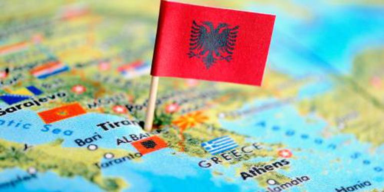 Albanees schiet acht familieleden dood