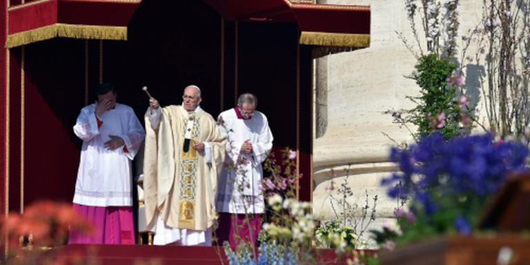 Paus viert paasmis
