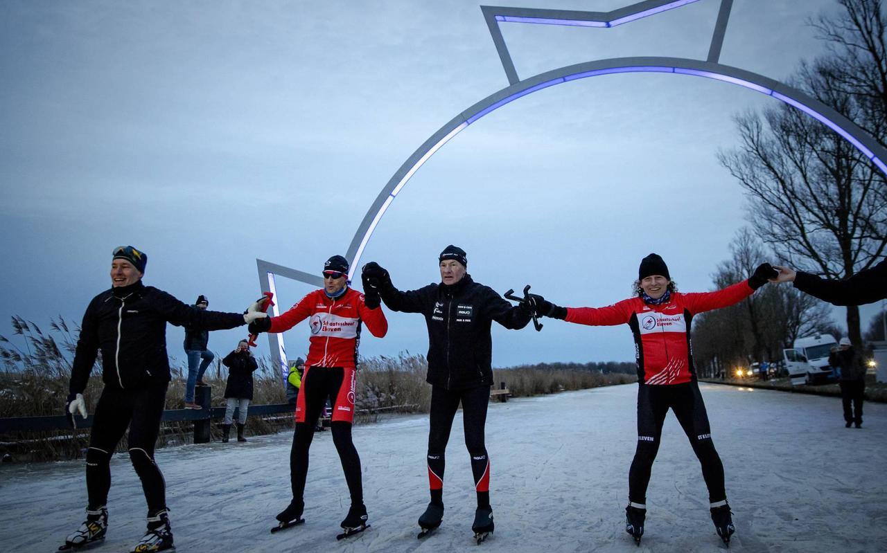 Angenent finisht in Leeuwarden na rijden deel Elfstedentocht