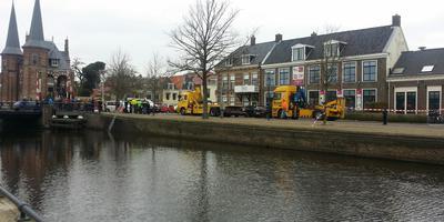 De plek van het ongeval in Sneek, vlakbij de Waterpoort. FOTO ANTON KAPPERS.