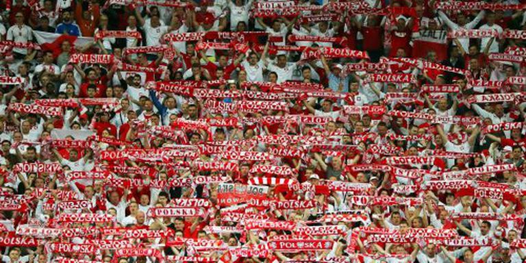 Poolse voetbalfans op de vuist met elkaar