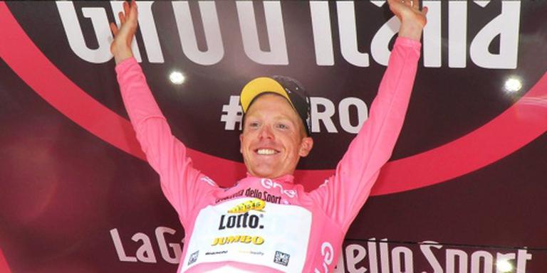 Kruijswijk steviger in leiderstrui in Giro